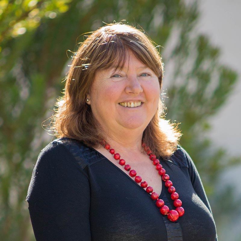 Dr Elizabeth Crouch